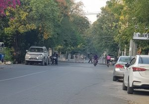 Militares bloquean el acceso a edificios oficiales en la región de Mandalay, tras el golpe militar del 1 de febrero en Myanmar. Foto: De Kantabon/ Wikimedia bajo licencia de Creative Commons