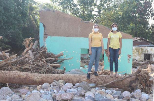 La destrucción de viviendas y escuelas causada por los huracanes Eta e Iota agrava la situación de educación, salud y demás condiciones de vida para las niñas hondureñas en particular. Foto: Plan International