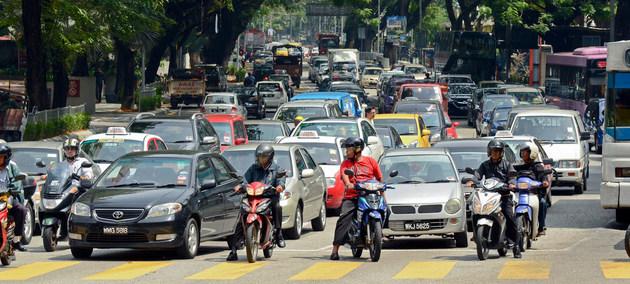 Más de un millón de personas perece cada año en accidentes de carreteras y vías urbanas, lo que se propone corregir el Fondo de la ONU para la Seguridad Vial con programas que se aplican en países en desarrollo. Foto: Trinn Suwannapha/BM