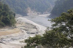 Estudios muestran que los glaciares en India están perdiendo hielo de forma permanente, no solo debido al aumento de la temperatura, sino también al incremento de lluvias y a la sedimentación en los ríos alimentados por los glaciares del Himalaya. Foto: Manipadma Jena/IPS