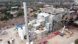 La planta generadora de electricidad con la biomasa producida con los residuos del tanino, de la empresa Unitán, en el municipio de La Escondida, en la provincia del Chaco, en el noreste de Argentina. Costó 18 millones de dólares y va a apotar hasta 6,6 MW al sistema eléctrico argentino, tras su inauguración en diciembre. Foto: Cortesía de Unitán