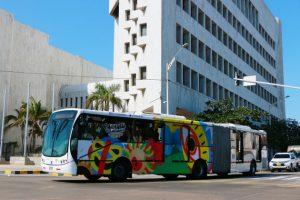 Barranquilla, en el Caribe colombiano, albergó la asamblea anual del BID que decidió buscar una recapitalización de 80 000 millones de dólares, lo que le permitiría casi duplicar su financiamiento hacia la región. Foto: Transmetro
