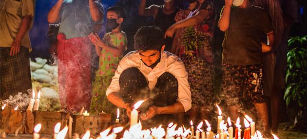 Las vigilias nocturnas se suceden en las principales ciudades de Myanmar contra el golpe de estado del 1 de febrero, y la represión ha cobrado centenares de vidas, según entidades de las Naciones Unidas. Foto: Zinko Hein/Unsplash