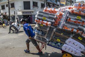 La recuperación del abrupto hundimiento de las economías, por la consecuencia de la covid-19 va a ser divergente entre los países ricos y pobres, comienza a atisbarse en formas divergentes en las regiones industriales y pobres del mundo. Foto: Ernesto Benavides / FMI