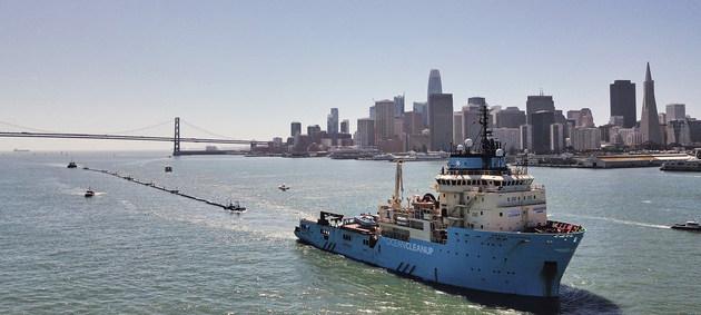 Barco de la organización Ocean Cleanup, dedicado a limpiar de basura los océanos. Ahora la FAO y la OMI han lanzado un proyecto que involucra a 30 países para reducir los plásticos que se emplean y desechan en el transporte marítimo y la pesca. Foto: Pierre Augier/The Ocean Cleanup