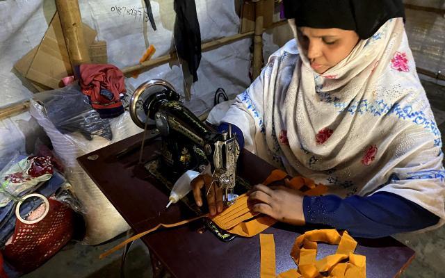 En todo el mundo las mujeres han sido más perjudicadas por la pérdida de empleos e ingresos, la sobrecarga de trabajos de cuidado, el incremento de la violencia doméstica y la caída en servicios asistenciales. Foto: Oxfam