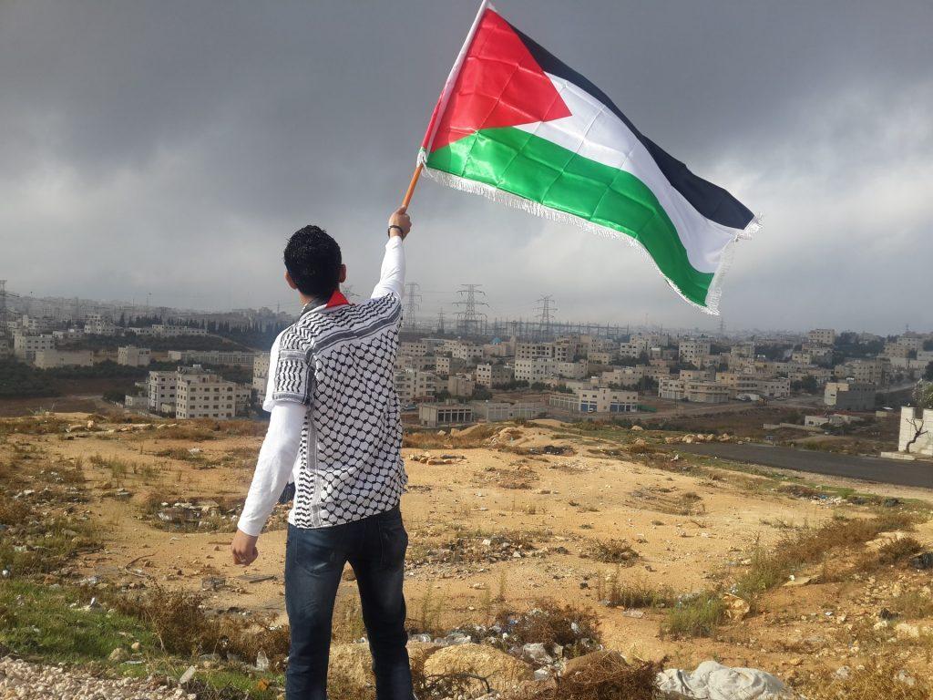 La retirada de la anterior administración de Estados Unidos de la ayuda a los refugiados palestinos, impactó de manera muy dramática al pueblo palestino. Como resultado, se redujo la financiación de los hospitales en Jerusalén Este, lo que agravó la situación de los palestinos durante la pandemia. Foto: Ahmed Abu Hameeda / Unsplash