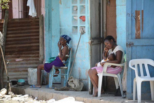 La mayor parte de los fondos de ayuda para afrontar los impactos de la covid se destinan a las grandes corporaciones. Las personas que probablemente hayan sido las más afectadas por la pandemia en el Sur Global, como las pymes, las comunidades marginadas, las mujeres y las personas en situación de pobreza, se han quedado fuera. Foto: Dionny Matos/ IPS