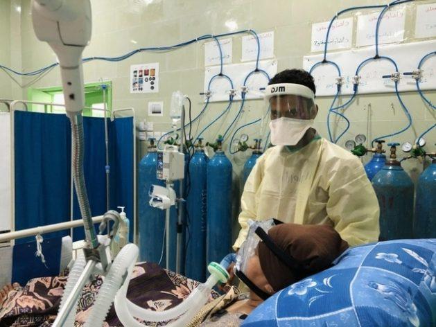Una mejor distribución de las vacunas contra el coronavirus contribuiría a disminuir la miles de muertes que se registran cada día a causa de la pandemia, subrayan responsables del sistema de Naciones Unidas. Foto: Athmar Mohammed/MSF