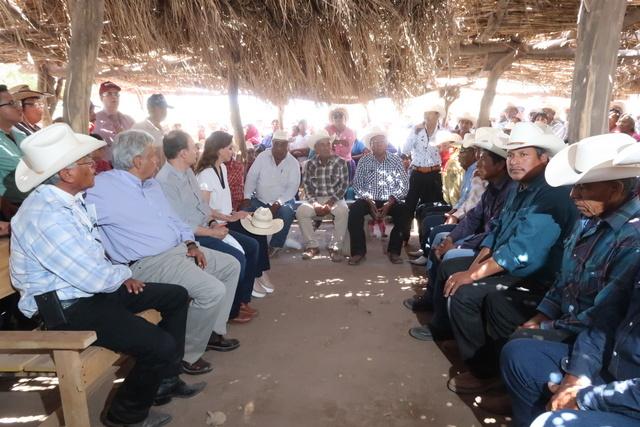 Los ocho grupos del pueblo yaqui y el gobierno mexicano firmaron, en agosto de 2020, un acuerdo para garantizar los derechos territoriales, incluyendo la gestión del agua, de ese pueblo indígena, cuyo dirigente Tomás Rojo desapareció el 27 de mayo en Vícam, su comunidad, en el norteño estado de Sonora. Foto: Gobierno de México