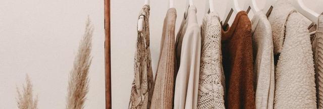 Una parte de la industria mundial de la moda, confección y comercio detallista de prendas acompaña formalmente desde 2018 iniciativas de las Naciones Unidas para mermar la emisión de gases de efecto invernadero que está precipitando el cambio climático. Foto: Alyssa Strohmann/Unsplash