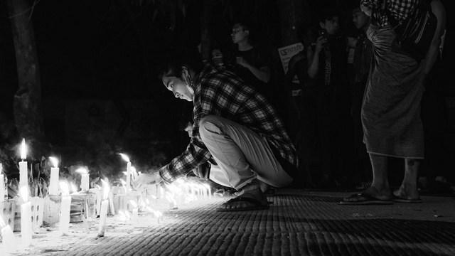 Las vigilias nocturnas se extendieron por el país asiático como una forma de protestar contra el golpe de estado, traducido en una catástrofe para los derechos humanos y por la cual el ejército debe rendir cuentas, según la alta comisionada de las Naciones Unidas para los Derechos Humanos, Michelle Bachelet. Foto: Zinko Hein/Unsplash