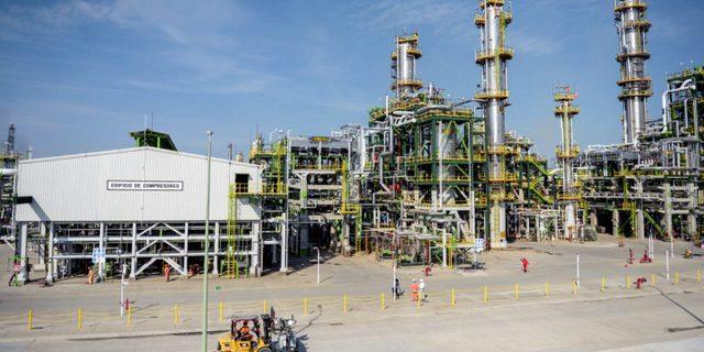 México sigue adelante con importantes inversiones en el sector petrolero, incluida la refinería Dos Bocas en Tabasco, a pesar de los riesgos financieros y climáticos. Foto: Presidencia de México