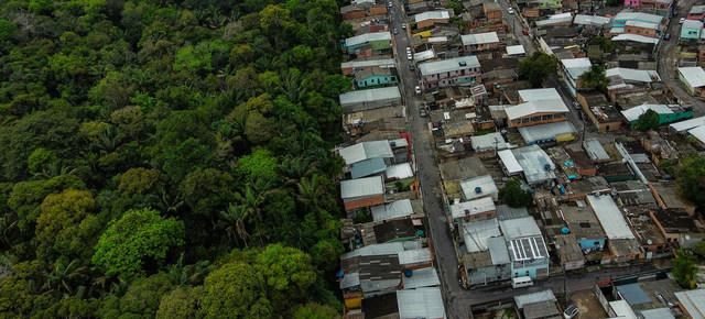 Vista de un área urbana que avanza sobre espacios de la Amazonia. Un nuevo marco para la protección de la diversidad biológica buscará armonizar más la vida humana con el conjunto de la naturaleza. Foto: Raphael Alves/FMI
