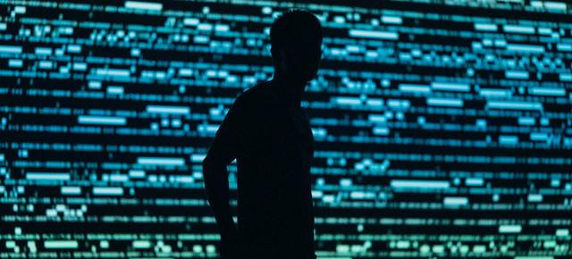 La ONU advierte sobre el uso ilegal de programas de cibervigilancia para socavar derechos humanos y pide a los Estados que legislen para regular las tecnologías invasivas de teléfonos y computadoras. Foto: Chris Yang/Unsplash