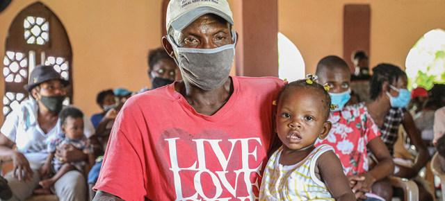 En países con escaso acceso a vacunas, como Haití y Honduras en América Central y el Caribe, la pandemia sigue expandiéndose, mientras que globalmente se afecta la recuperación de la economía mundial. Foto: Manuel Moreno Gonza/Unicef