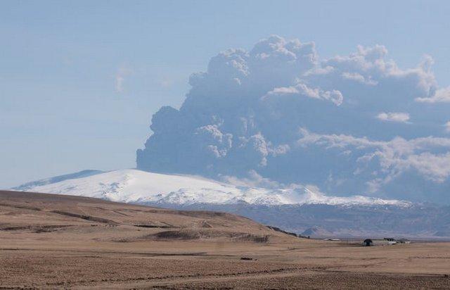 Erupción del Eyjafjallajökull en 2010. Foto: Wikimedia Commons / Boaworm