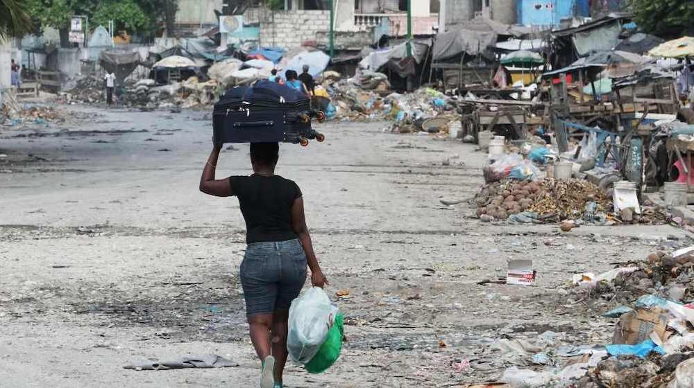 Miles de personas, en su mayoría mujeres y niñas, han debido dejar sus hogares para escapar de la violencia desatada por pandillas que controlan barrios enteros en Puerto Príncipe y otras ciudades haitianas. Foto: Edris Fortuné/UNFPA